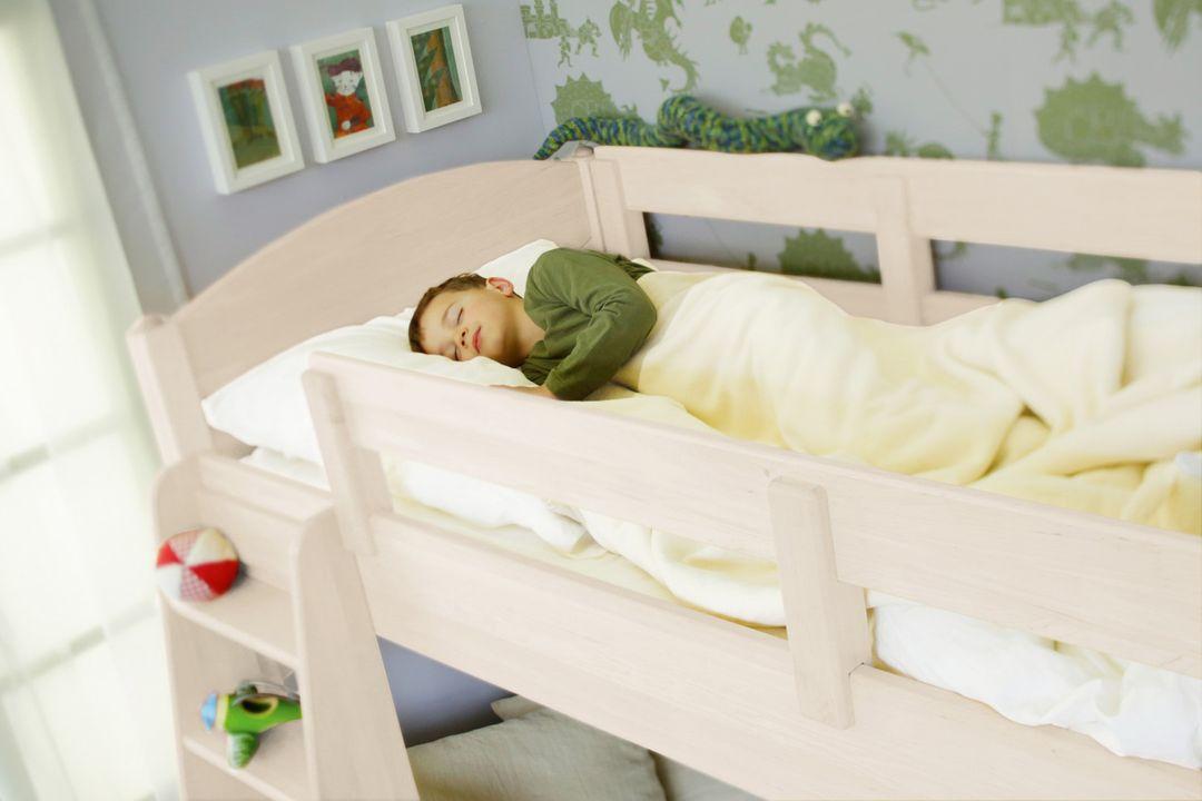 biokinder bett ausfallschutz 195 cm massiv kiefer wei. Black Bedroom Furniture Sets. Home Design Ideas